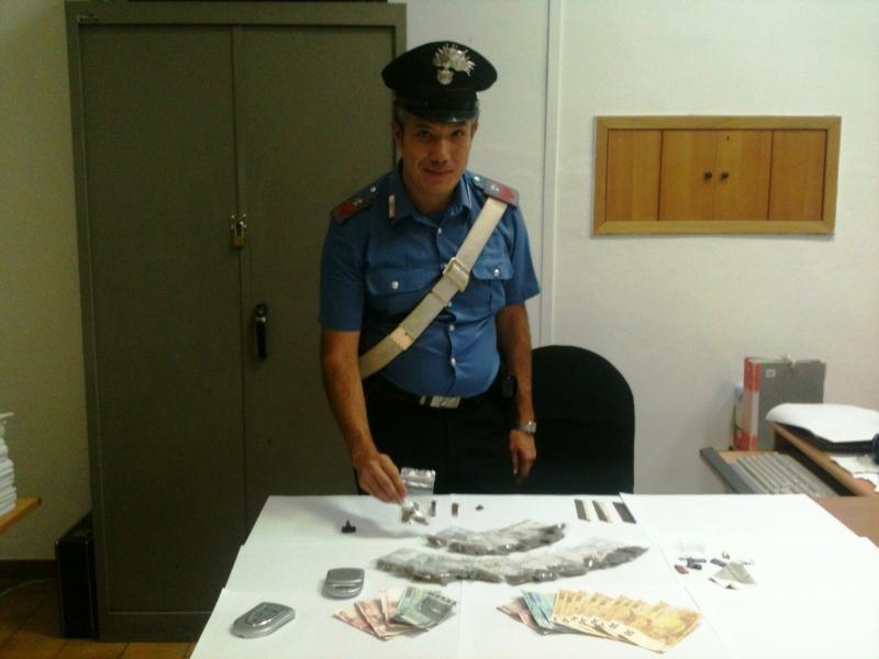 Spacciatore minorenne nel quartiere Libertà. Con la droga aveva guadagnato 560 euro